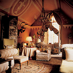 Luxury-gothic-brown-and-white-wooden-bedroom