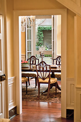 The Loutrel Briggs garden is visible beyond the dining room. The open flow of the house is perfect for entertaining; the couple most recently hosted the Charleston Horticultural Society, of which the wife is a board member.