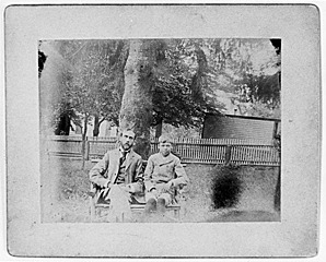 Fig. 3: Edward Hopper and his father Garret in the backyard of their home in Nyack. Courtesy of The Arthayer R. Sanborn Hopper Collection Trust.